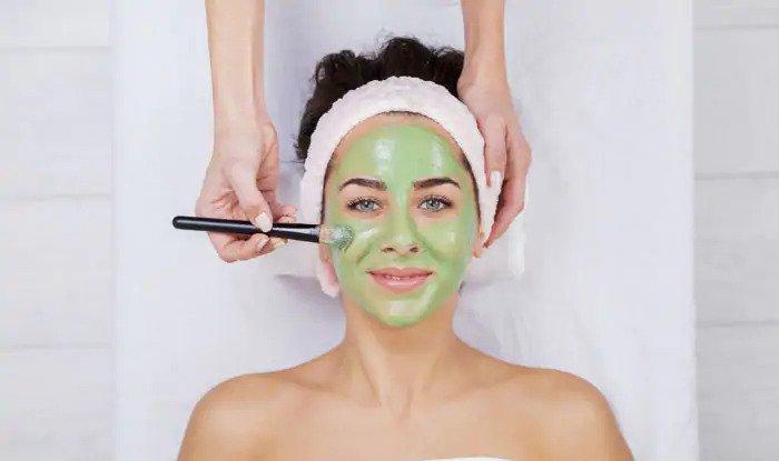 Homemade Tulsi Face Pack for Acne, Dark Spots & Pigmentation