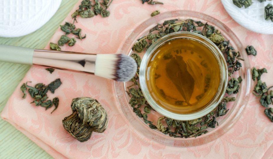make-diy-green-tea-toner-at-home-open-pores-dry-skin