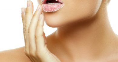 DIY Exfoliating Lip Scrub