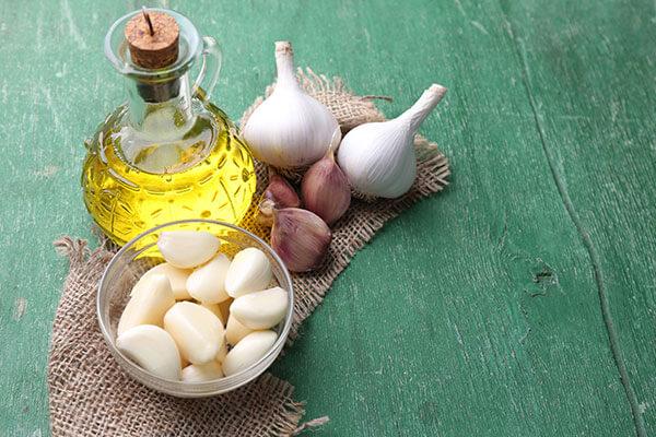 almond oil garlic face pack