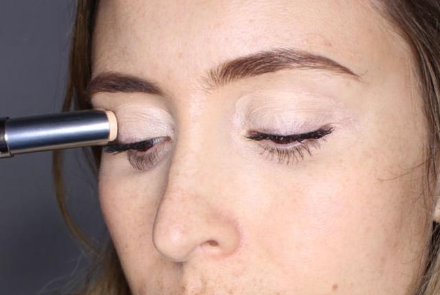 concealer on eyelids