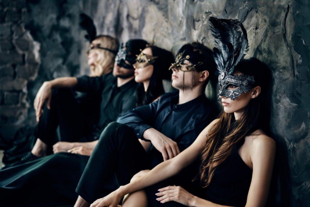 How To Dress For A Masquerade Ball