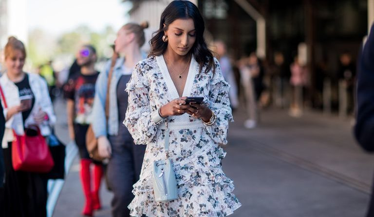 How To Carry Cell Phone With Dress